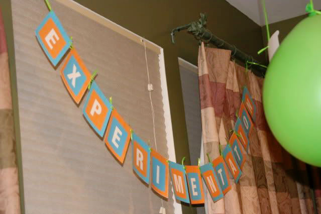 Science Experiment Birthday Party #scienceexperimentbirthdayparty #sciencebirthdayparty #scienceexperimentparty #kidsbirthdayparty #childrenbirthdayparty #scienceparty #boybrithdaypartyideas #birthdaypartyideas