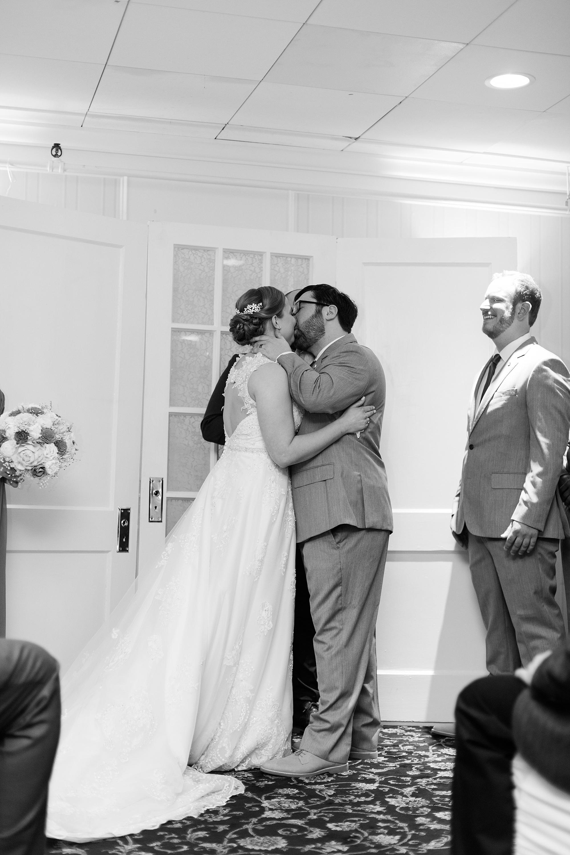 eisleyimages-concordcolonialinn-wedding_0065.jpg