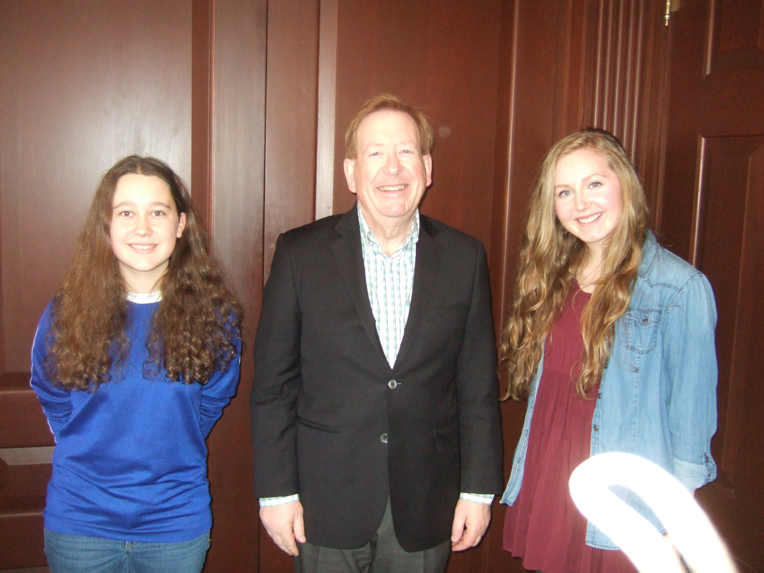 Alex Workman (left) and Maddie Adkins (right) discuss the Climate Resilience and Recovery Resolution with Mayor Jim Brainard.