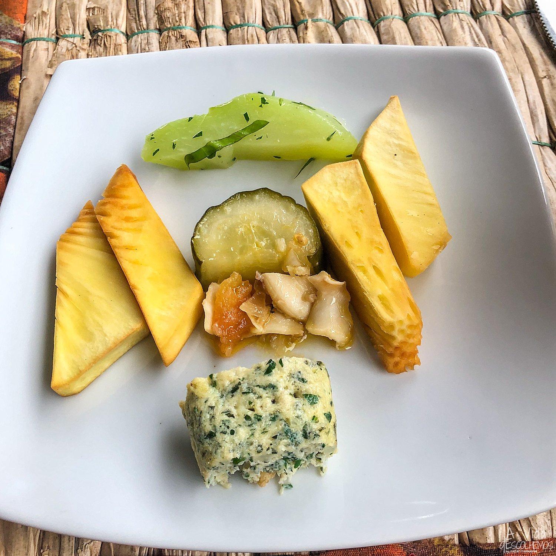 Fruta Pão Frita | Xuxus com Coentros Selvagens | Omolete da Roça, com micoco, coentros selvagens e atum fumado | Búzios do Mar com Pepido