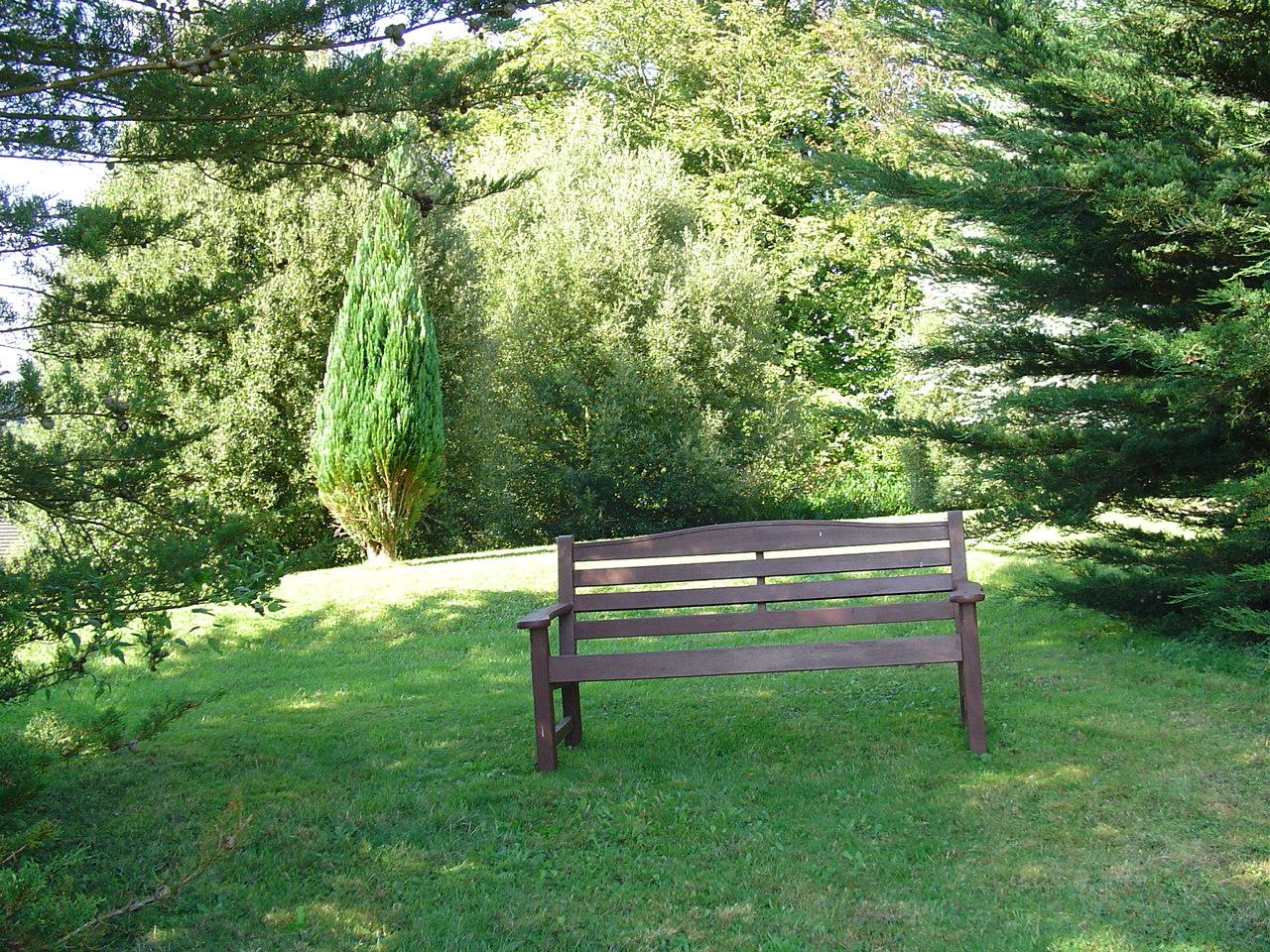 gardenbench.jpg