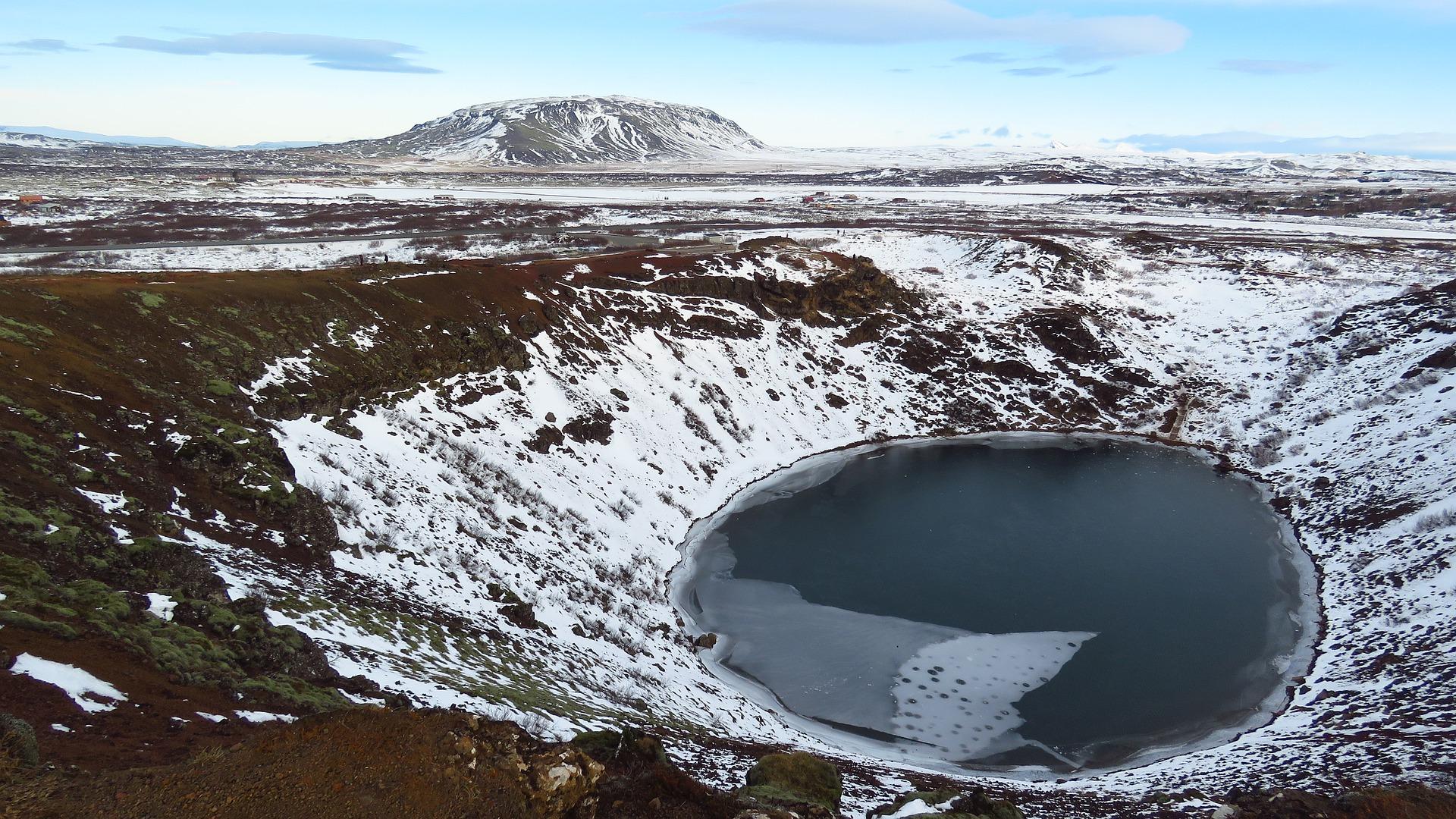 iceland-2889345_1920.jpg