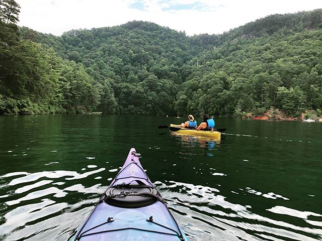 🍂 Fall is near! 🍁 If you thought Jocassee was pretty in the summer, boy do we have a treat for you. Sign up for our October kayak and SUP tours and come see the color show!