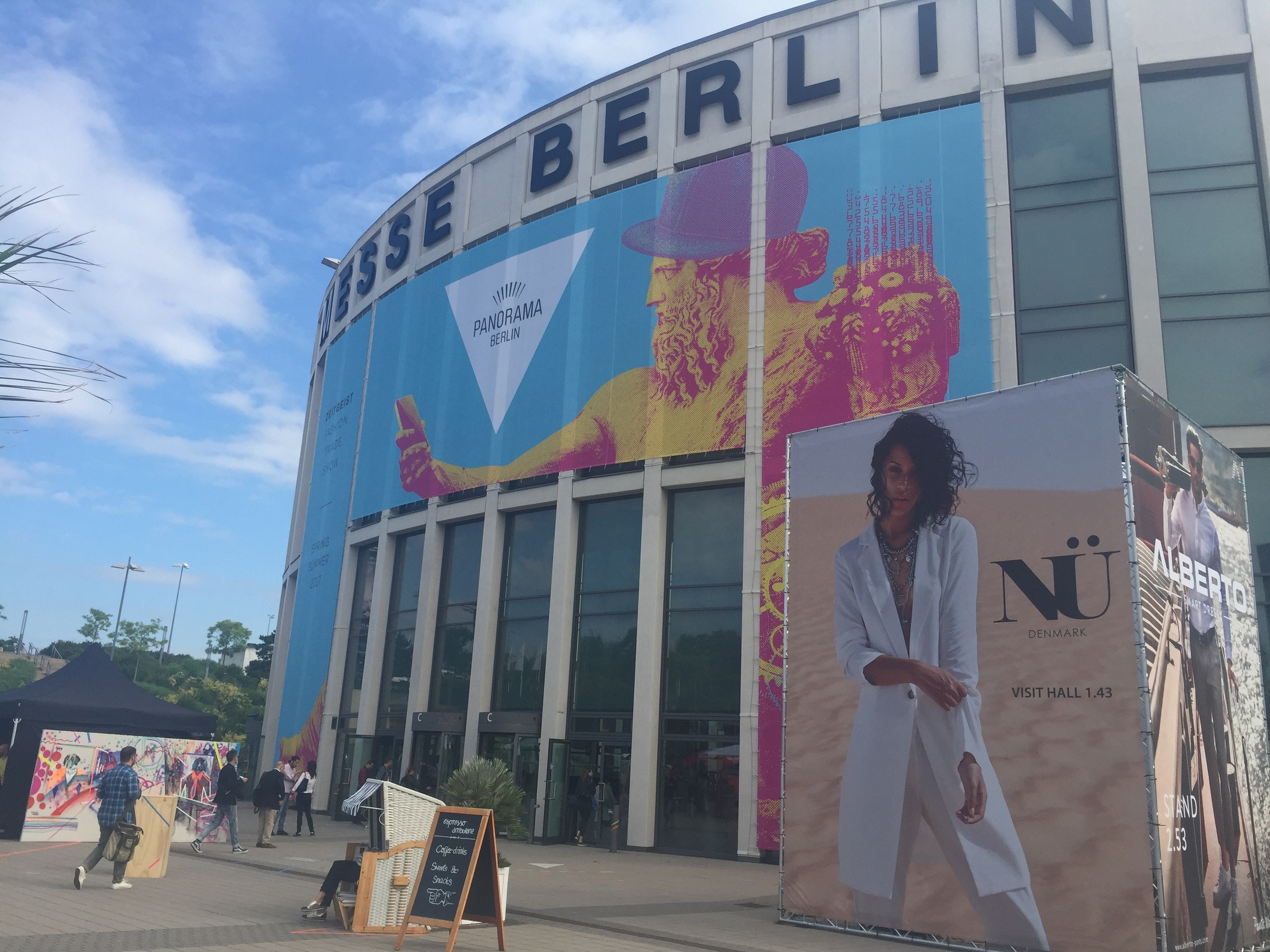 With more than 700 collections spanning 45,000 square meters of exhibition space PANORAMA BERLIN is the largest fashion fair in Germany
