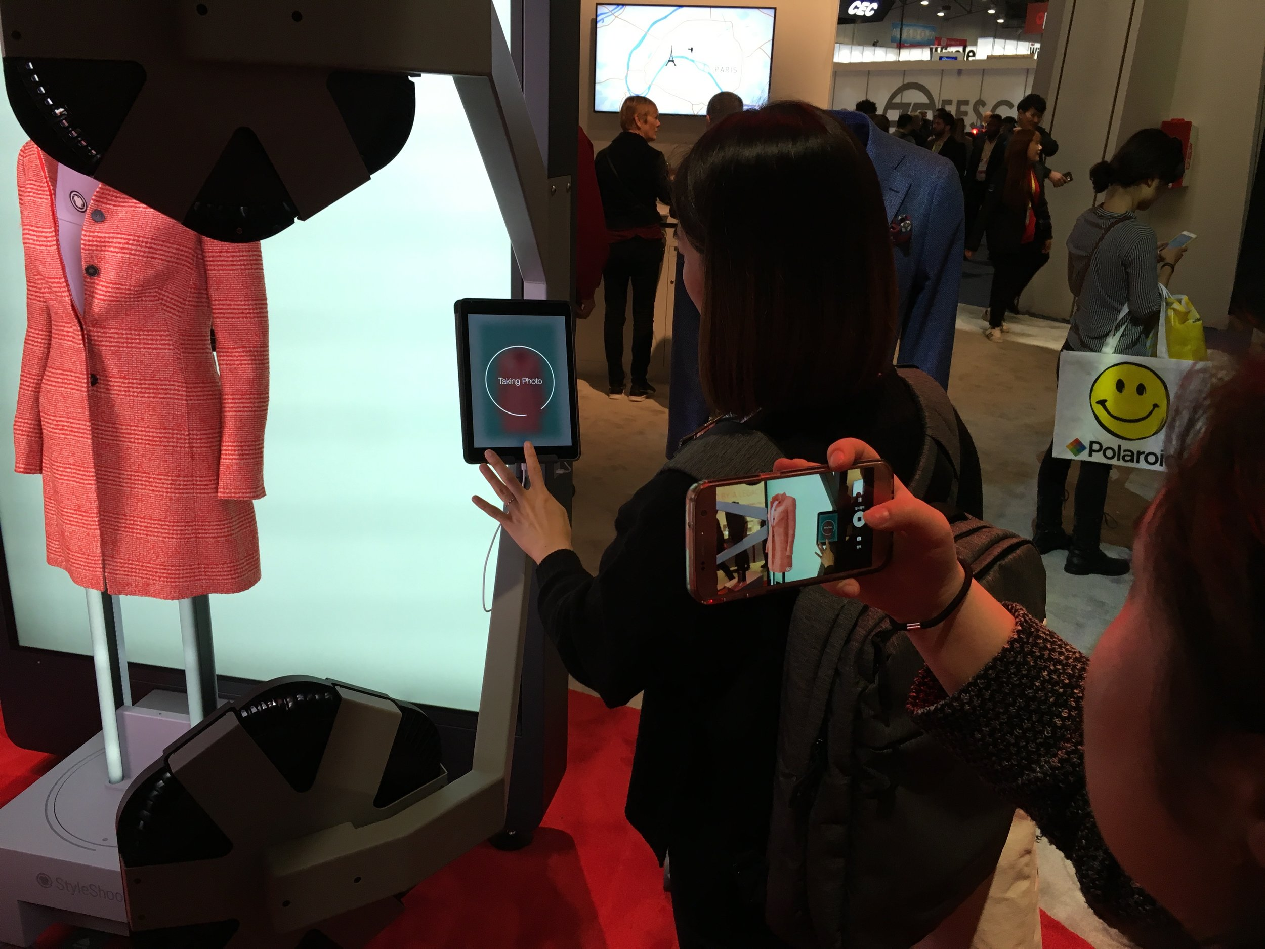 Photographing a smartphone camera photographing a photo machine