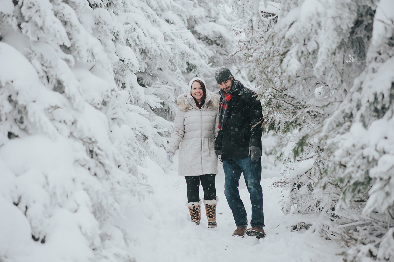 couple-vermont-winter-engagement-session-killington-peak-idena-photographer2.jpg