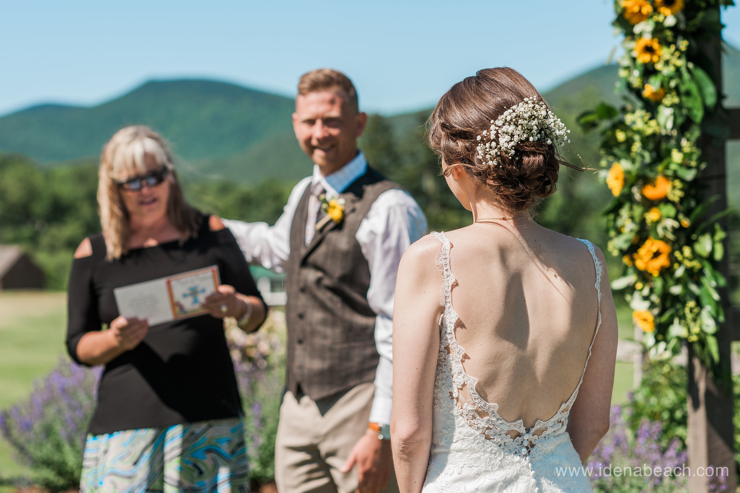 IdenaBeach-Vermont-Wedding-Photographer-Mountain-Top-Inn-28.jpg