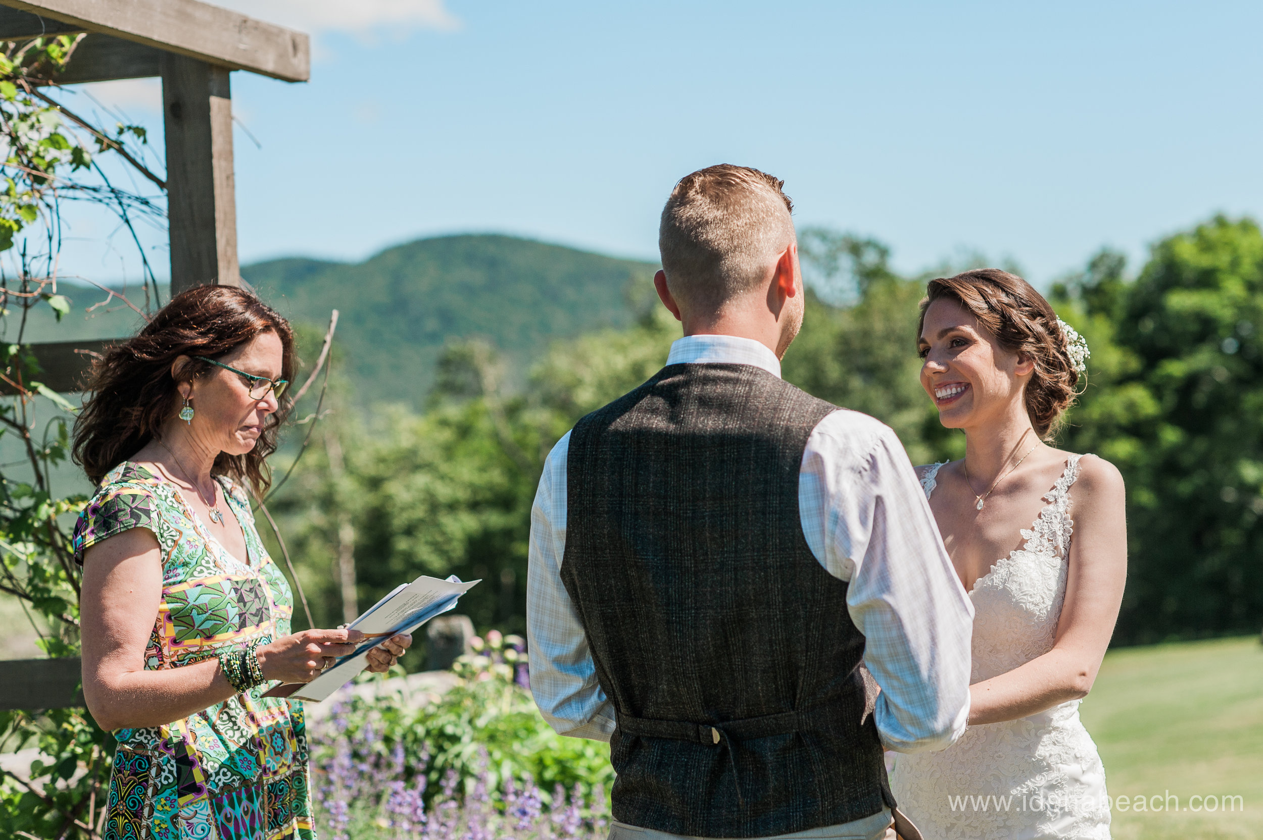 IdenaBeach-Vermont-Wedding-Photographer-Mountain-Top-Inn-34.jpg