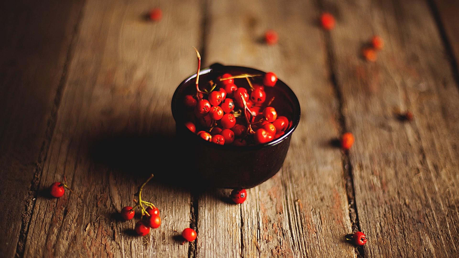 wood_fruits_food_macro_baskets_berries_blurred_background_1920x1080_33179.jpg