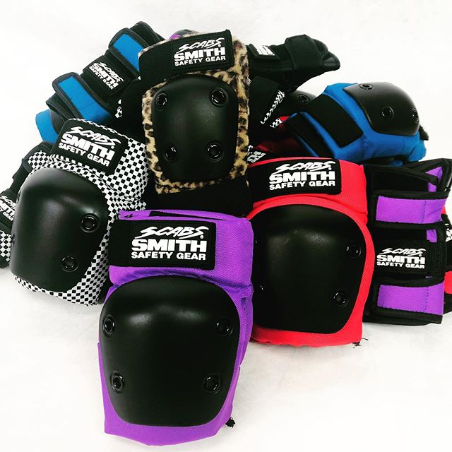 Scabs youth sets are great for protecting your little one💫 #smithscabs #gromsquad #grom #groms