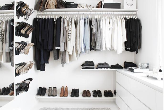 Minimalistický šastník vám ušetří spoustu času při výberu outfitu
