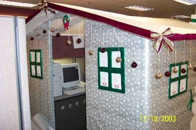 office-cubicle-turned-into-a-xmas-house-christmas-prank.jpg