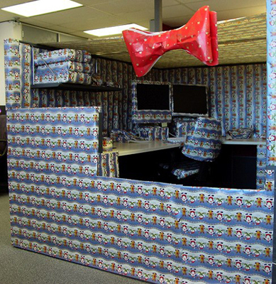 funny-office-cubicle-prank-christmas-wrapping-paper-photo.jpg