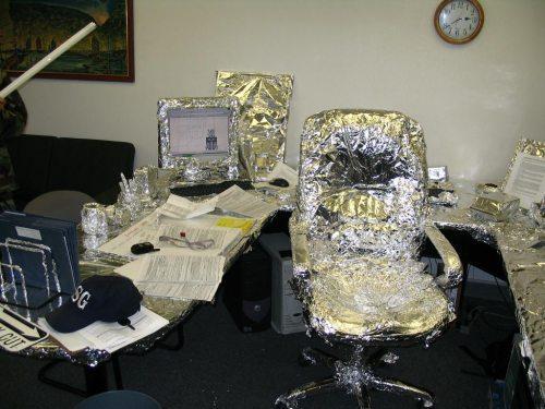 funny-imature-tin-foil-office-desk-prank-wrapped-up2.jpg