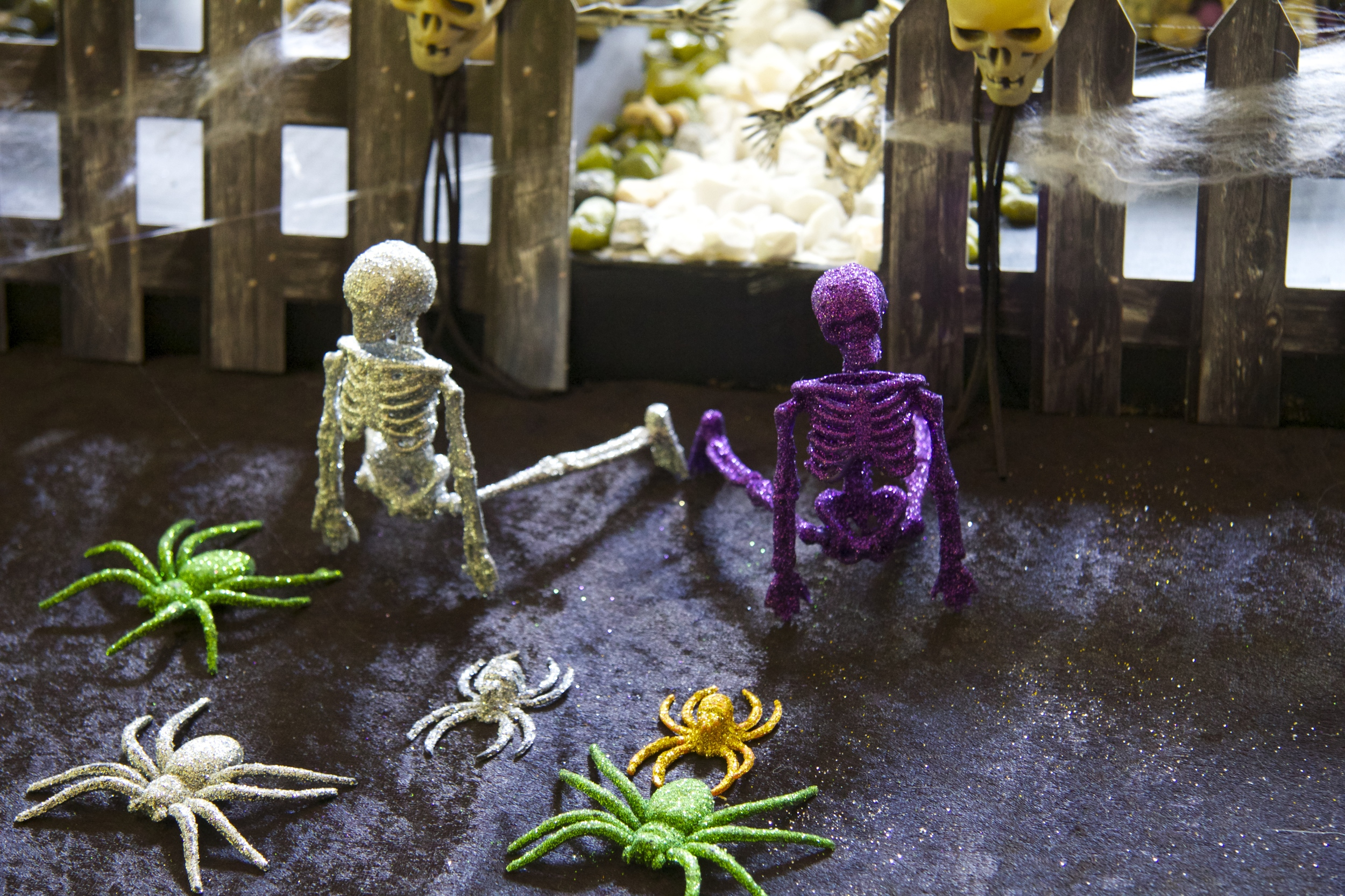 Halloween Graveyard - The Skeletons are escaping
