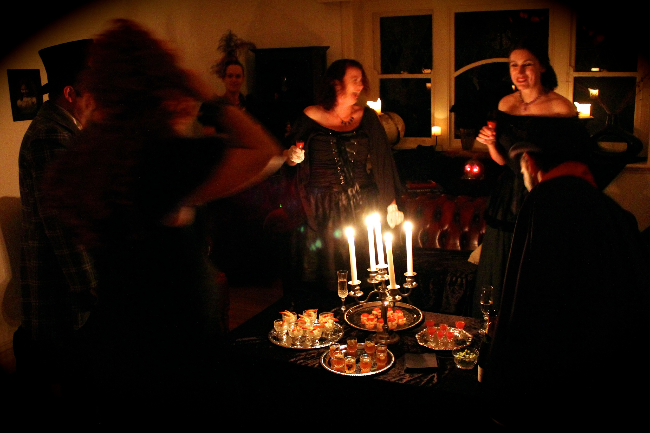 Gothic Dinner party - party in action