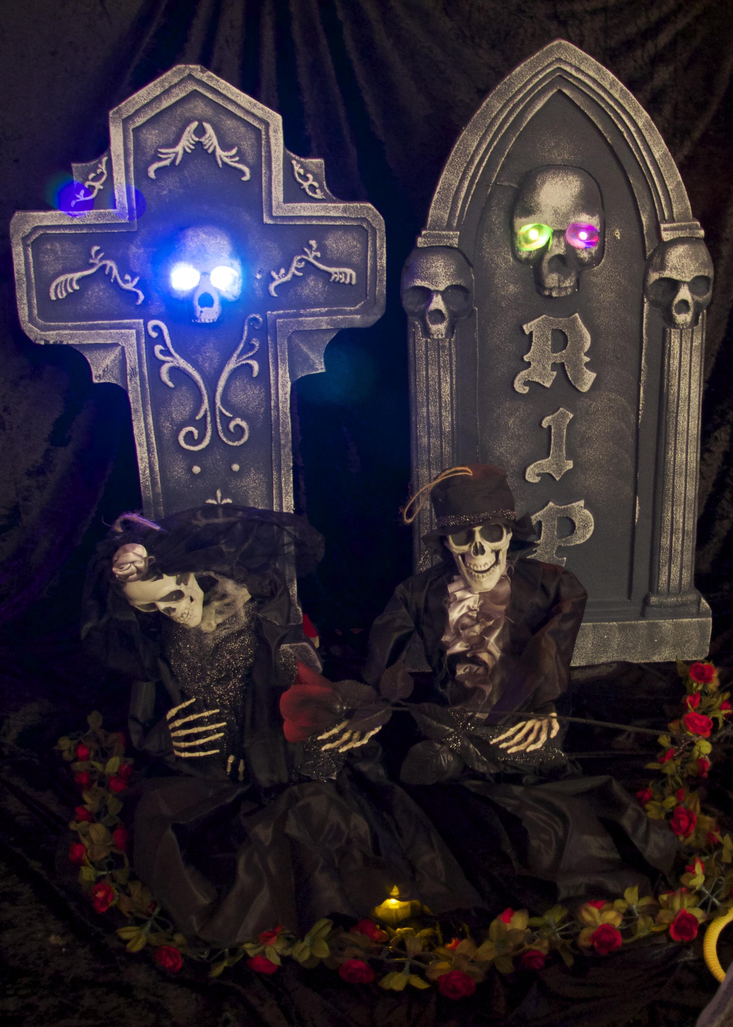 Halloween Indoor Graveyard with Bride and Groom