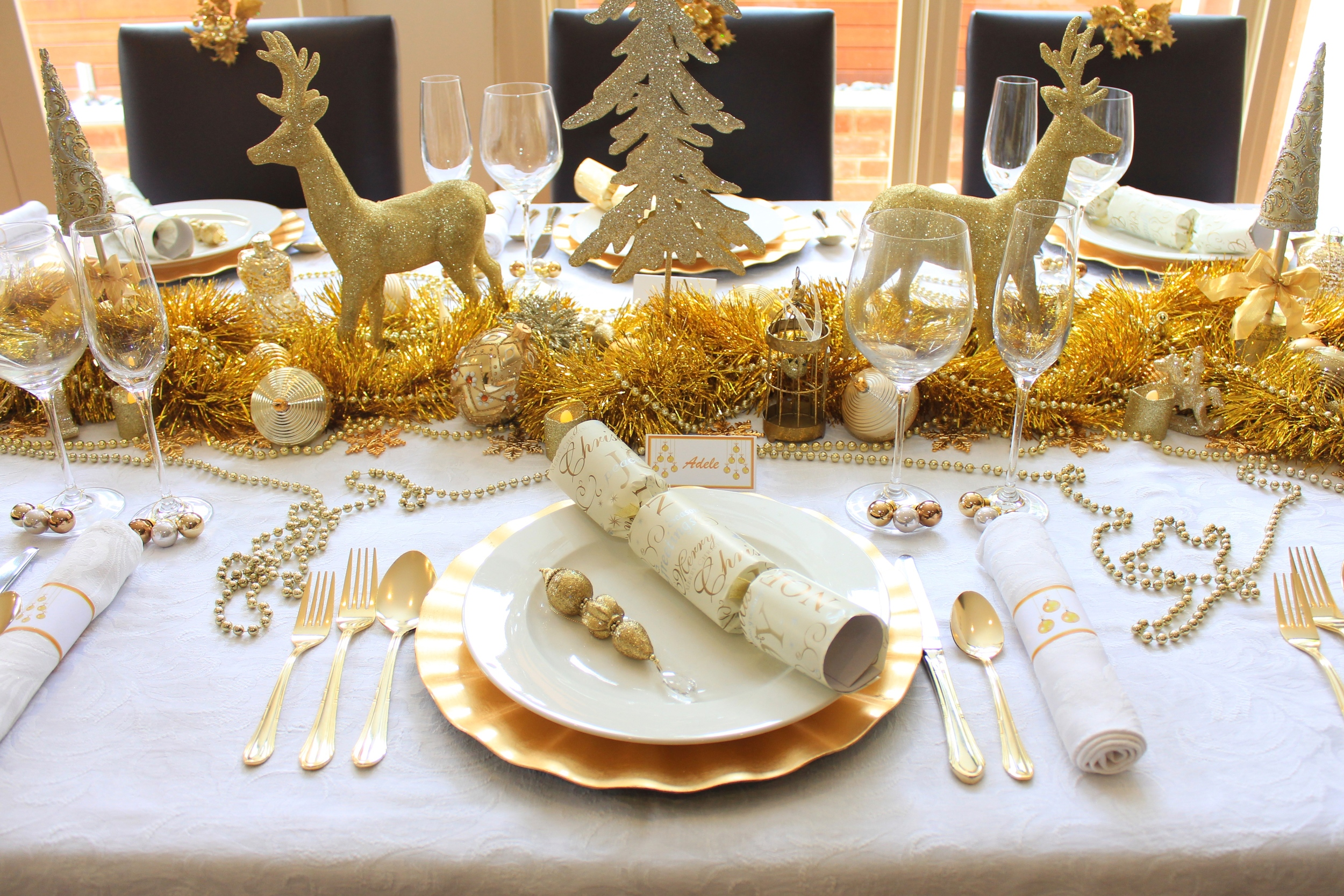 Christmas Table - Traditional Gold and White
