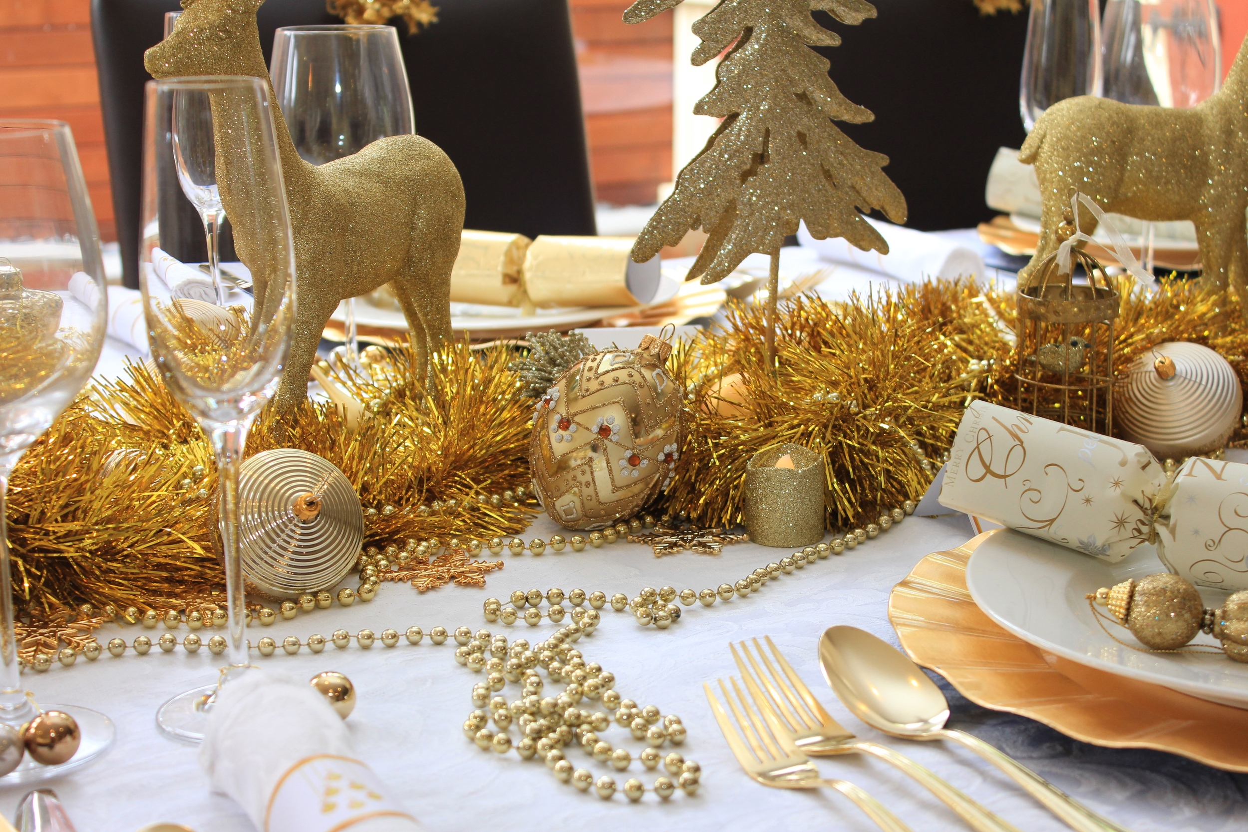 Christmas Table, Gold and White design