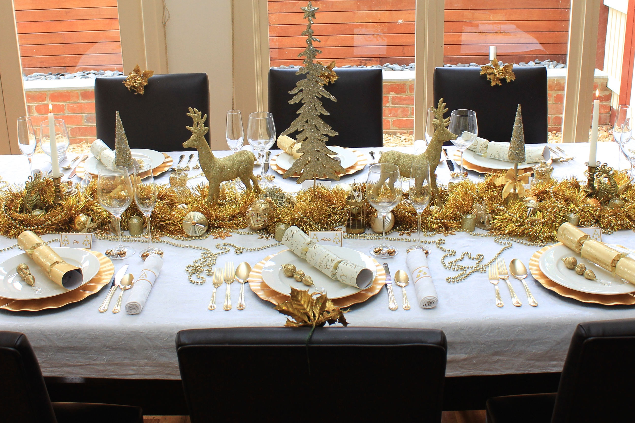 Christmas Table, traditional gold and white design