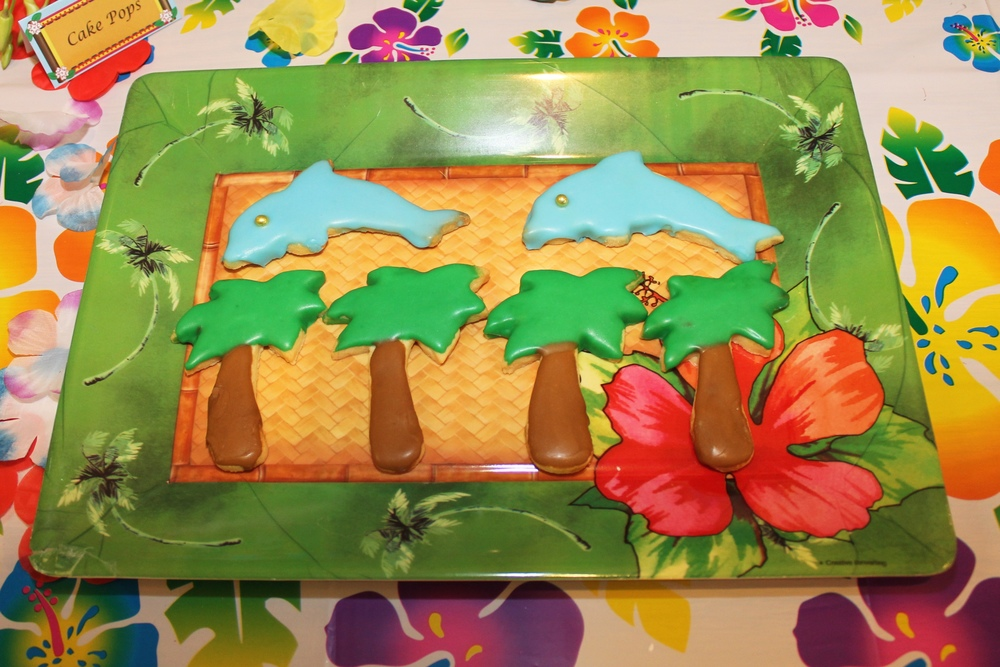 Hawaiian Luau Party with Desert Table and Games — Chic Party