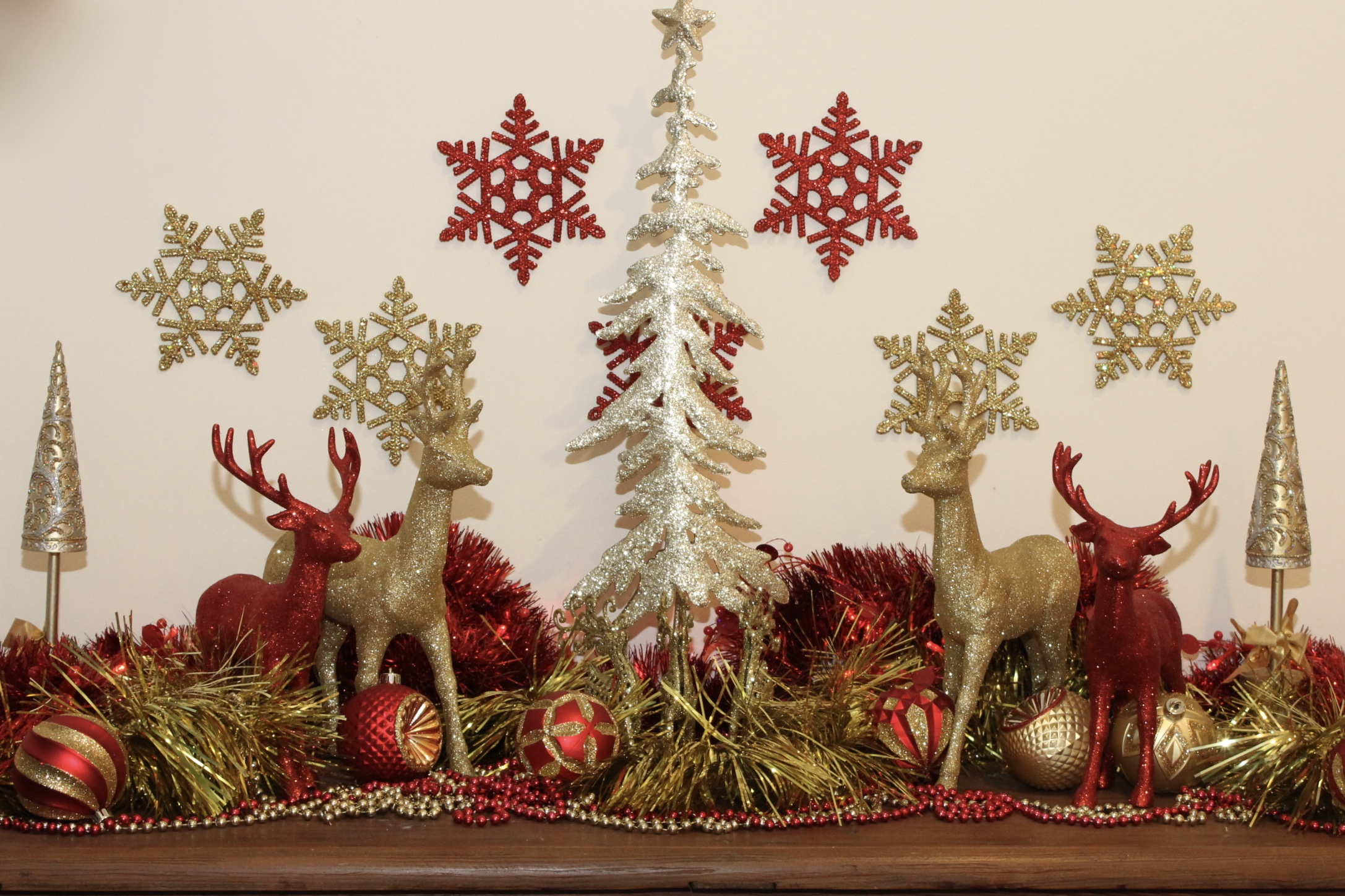 Christmas Table Red and Gold Design with Deers