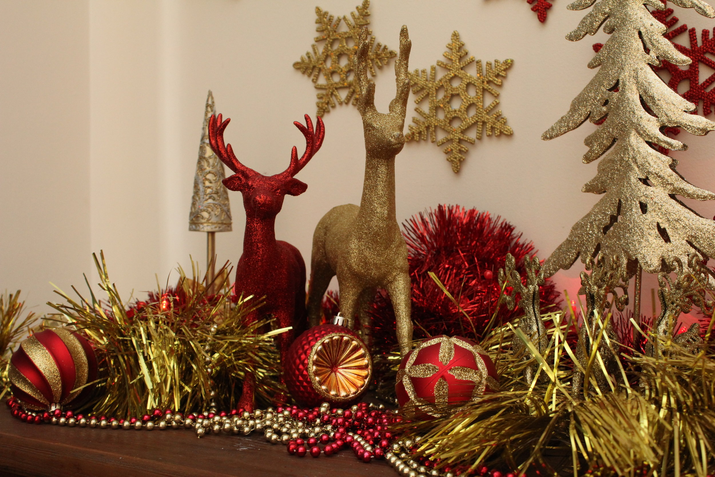 Christmas Sideboard Red and Gold