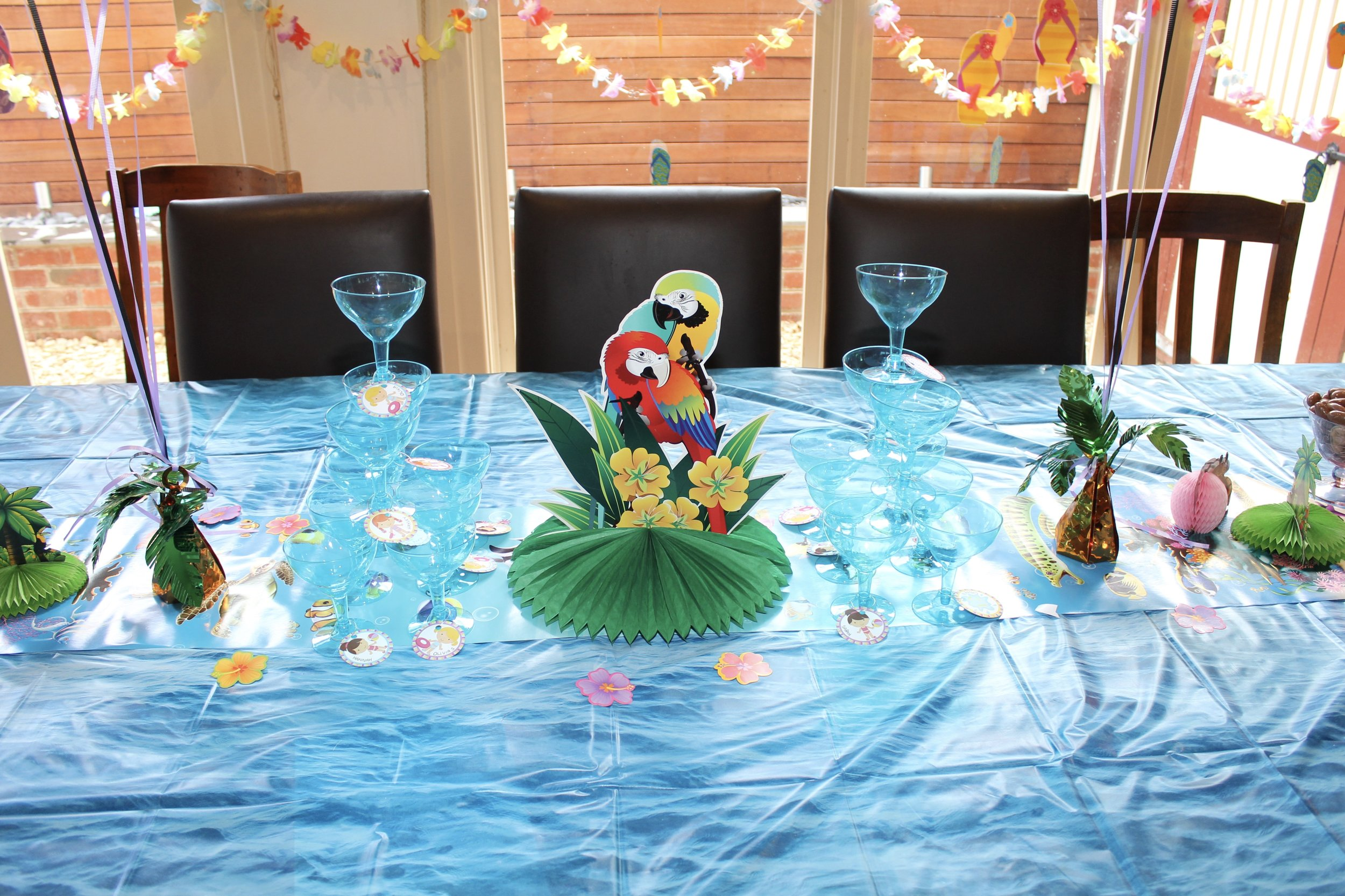 pool party table ideas