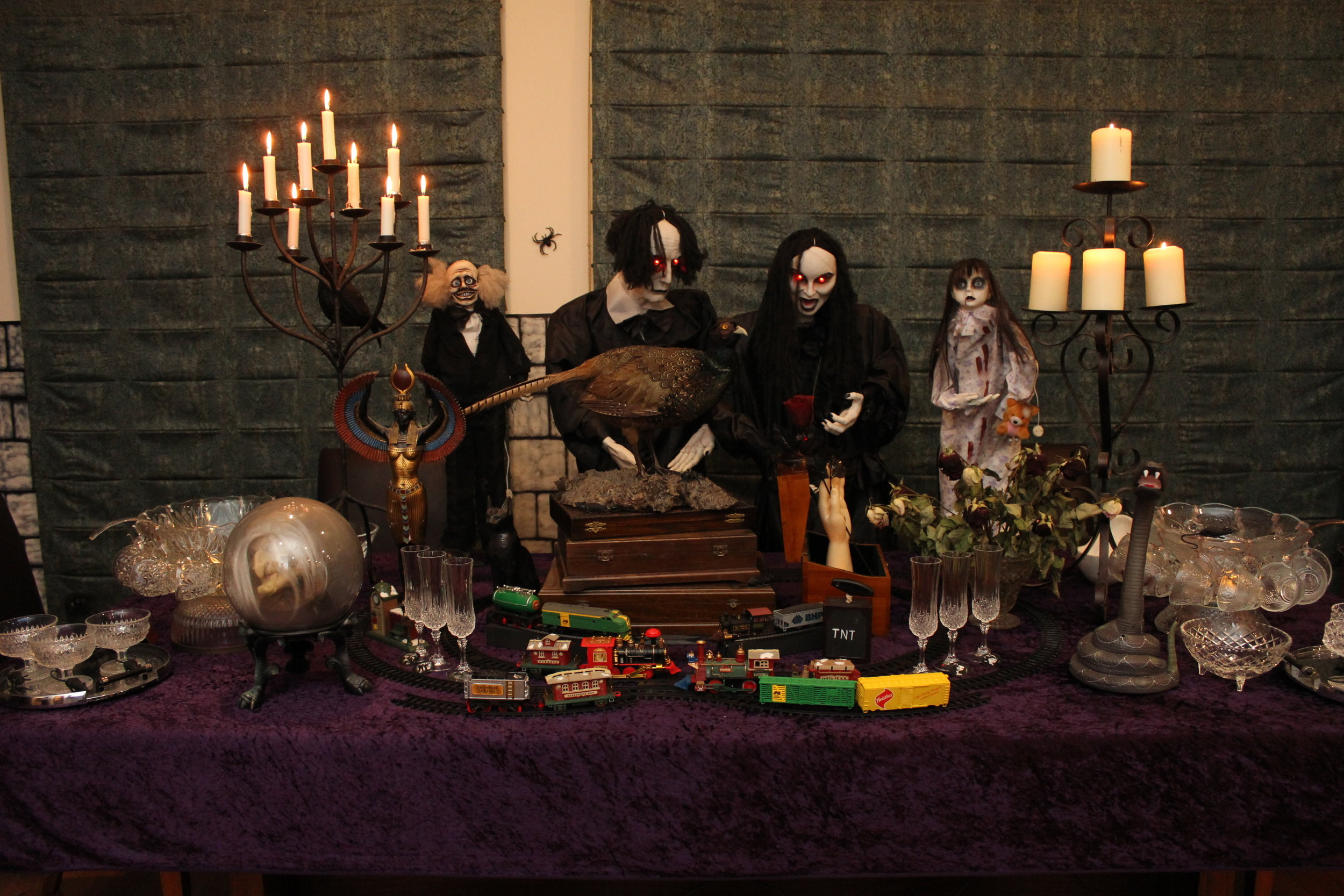 "The Addams Party Ideas, Gomez's Train Set and ""Thing"""