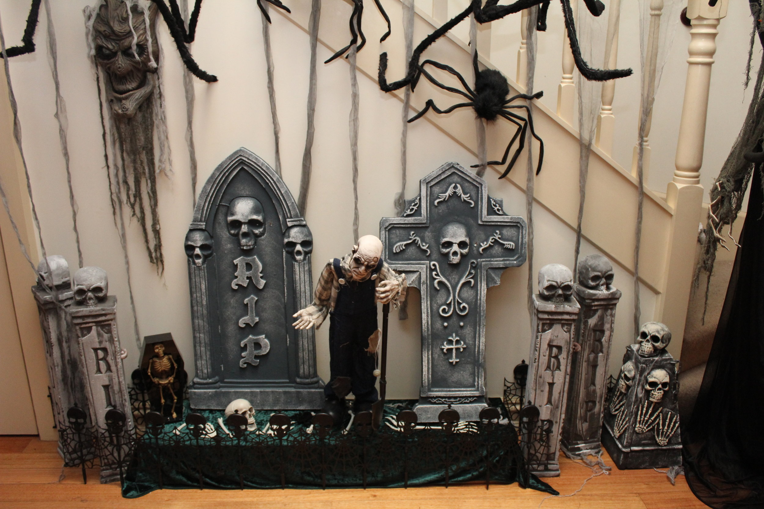The Addams Family Halloween Party Chic Party Ideas