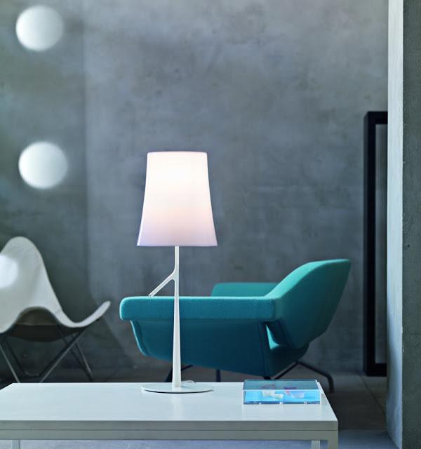 Leuchte+foscarini-BIRDIE-table-white-room-set_big.jpg