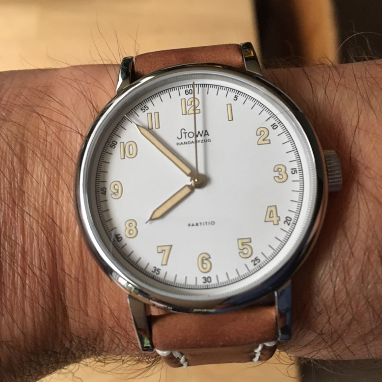 Stowa Partitio White on a Natural Arts & Crafts. Lovely piece and perfectly paired.