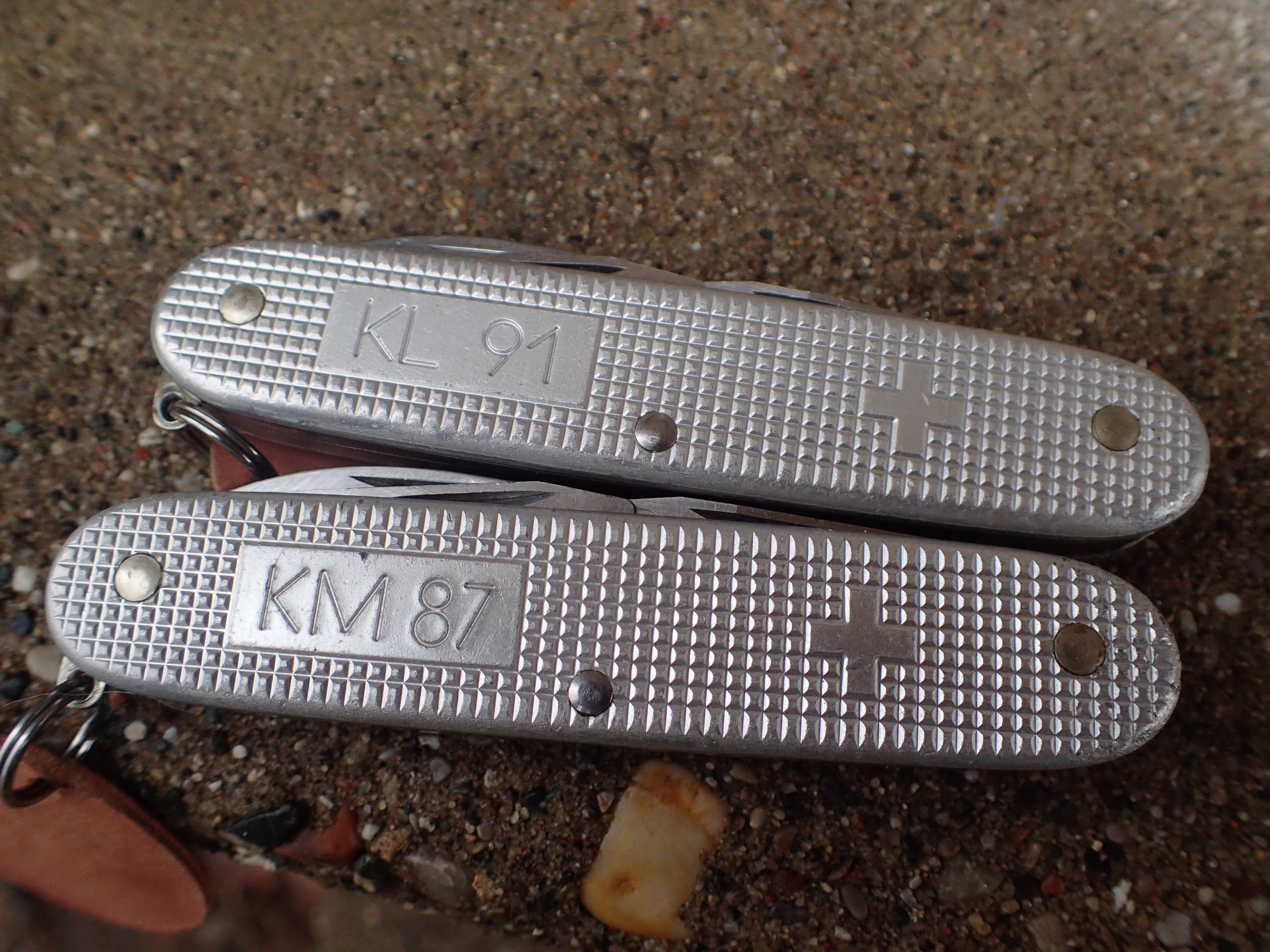 Dutch Royal Army Knife from 1991 (top) and rare Royal Navy Knife from 1987.