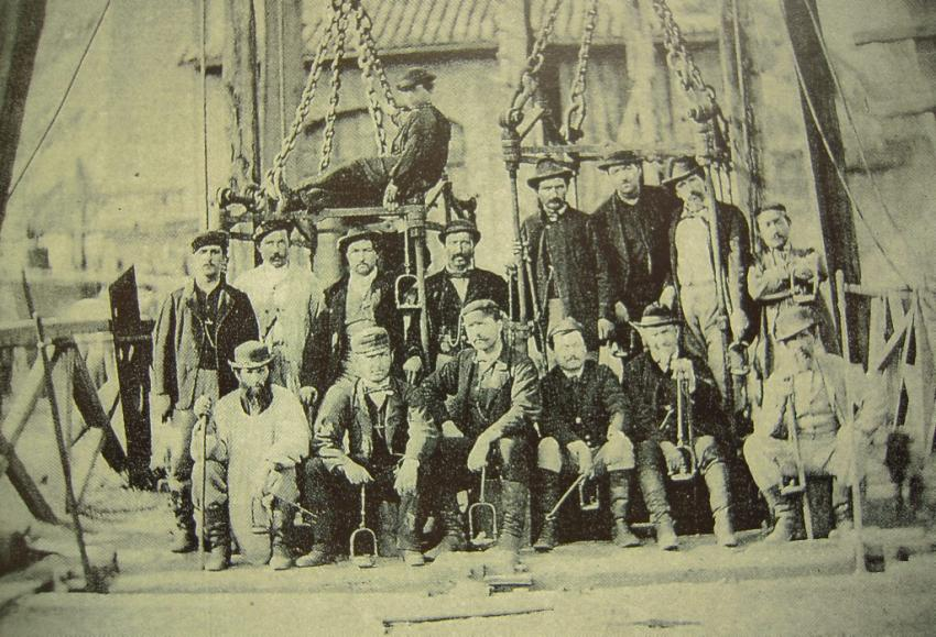 Coal miners working at the shaft called Passelaygues, Cransac, photo taken in 1882.