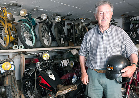 In Saint-Léons, François Lassauvetat— an antique motorcycles collector—is so proud to show us his impressive collection.