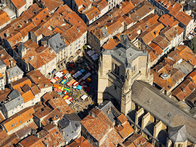 An helicopter view of Villefranche-de-Rouergue on a market day