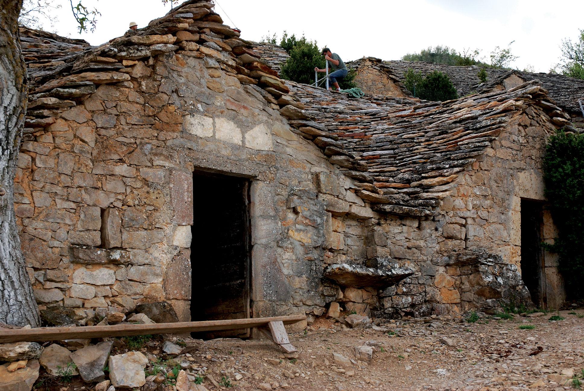 A semi-troglodythe wine cellar