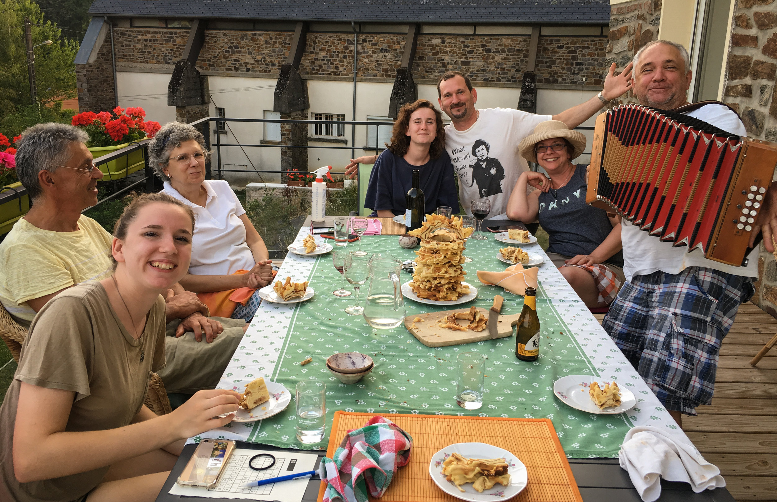 Last day and fun times for the family at Baraqueville home. Tasting the gâteau à la broche freshly made home, getting a personal concert from Christian the friend musician, and spending more time with Thierry the friend potter.