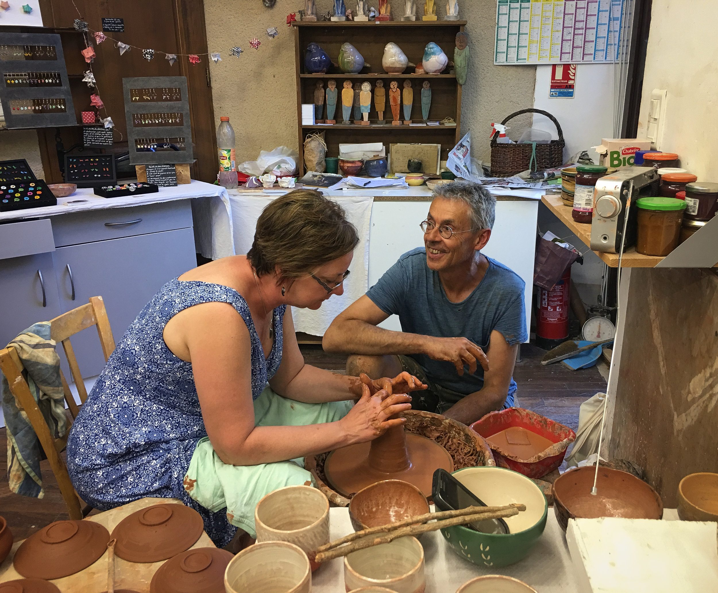 At Belcastel, Kellie is challenging herself at pottery with Thierry's support.