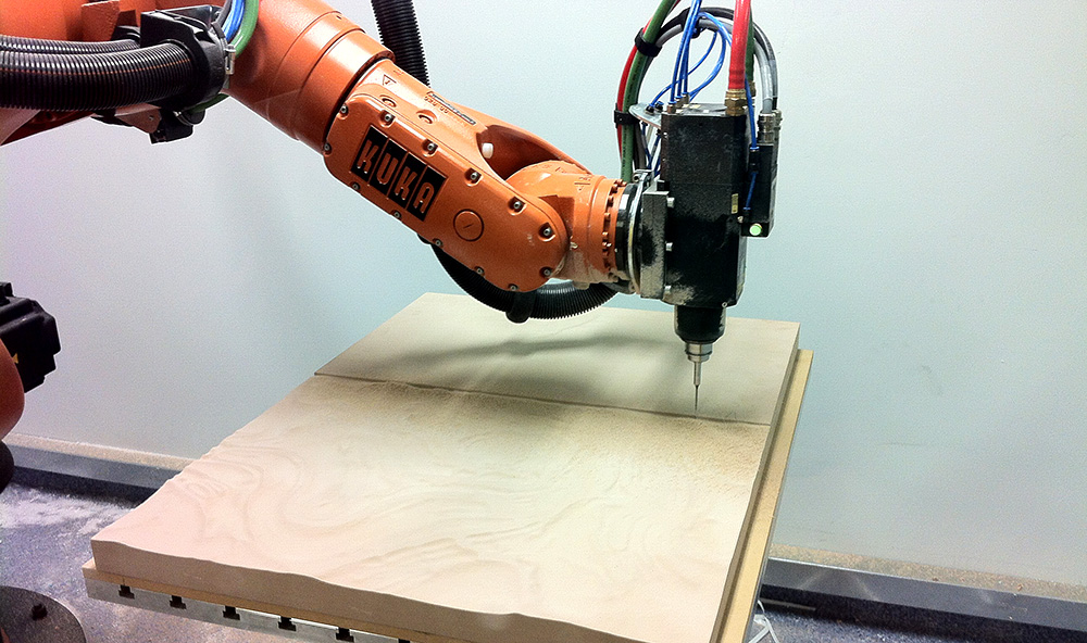 The base was milled from high density polyurethene (RenShape), using a Kuka KR60HA robot at RMIT University