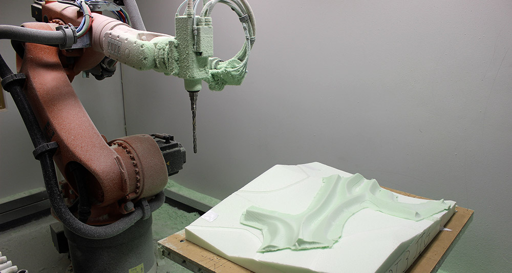 The double curvature parts of the bodies are milled using a Kuka KR60HA robot.