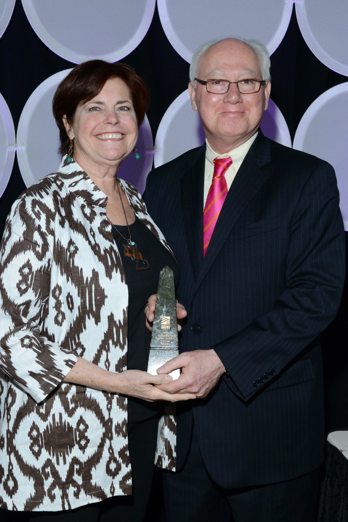 Dick Jennison awarding Land Lease Community of the Year to Lifestylist® Suzanne Felber