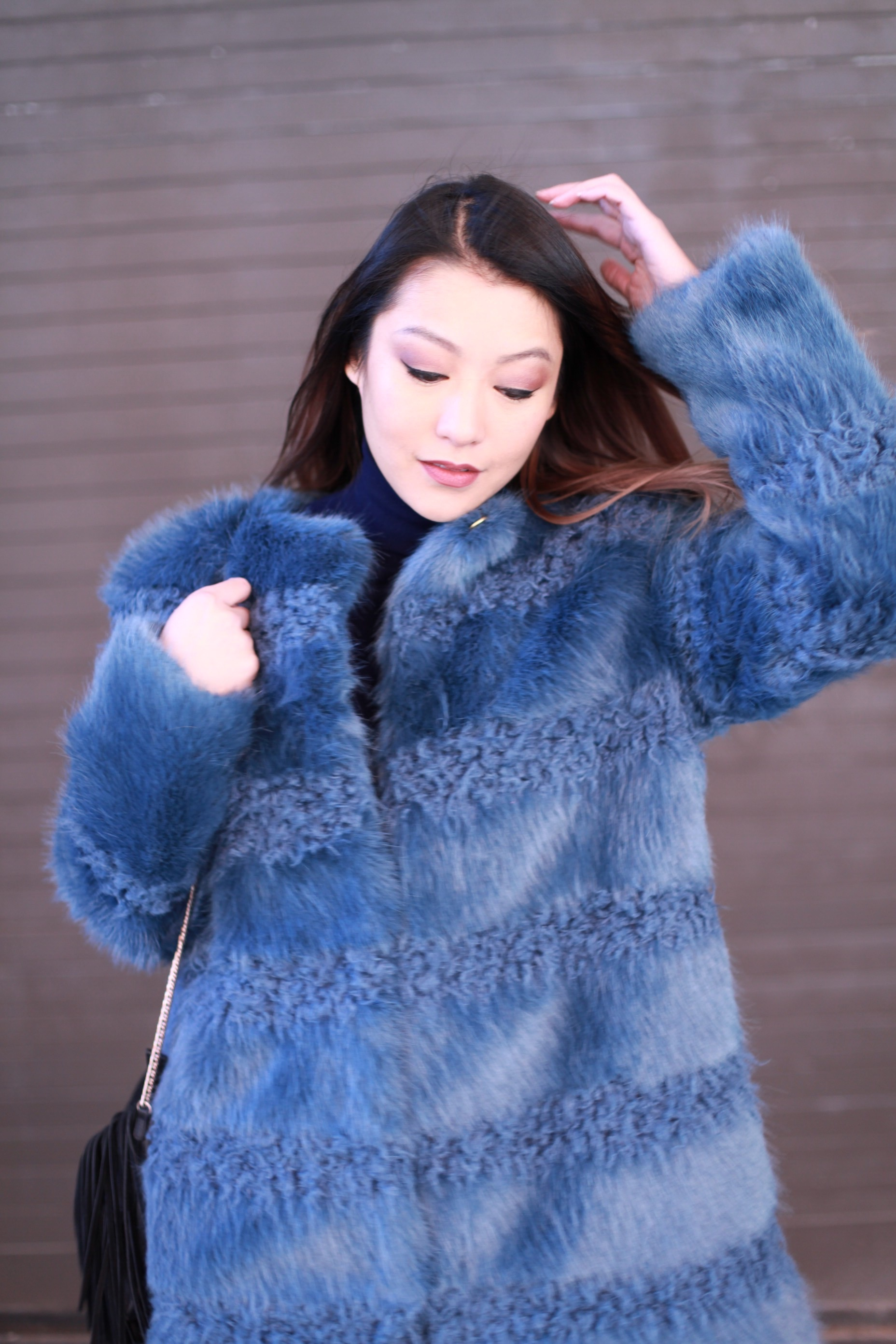 blue_faux_fur_coat.jpg1.jpg