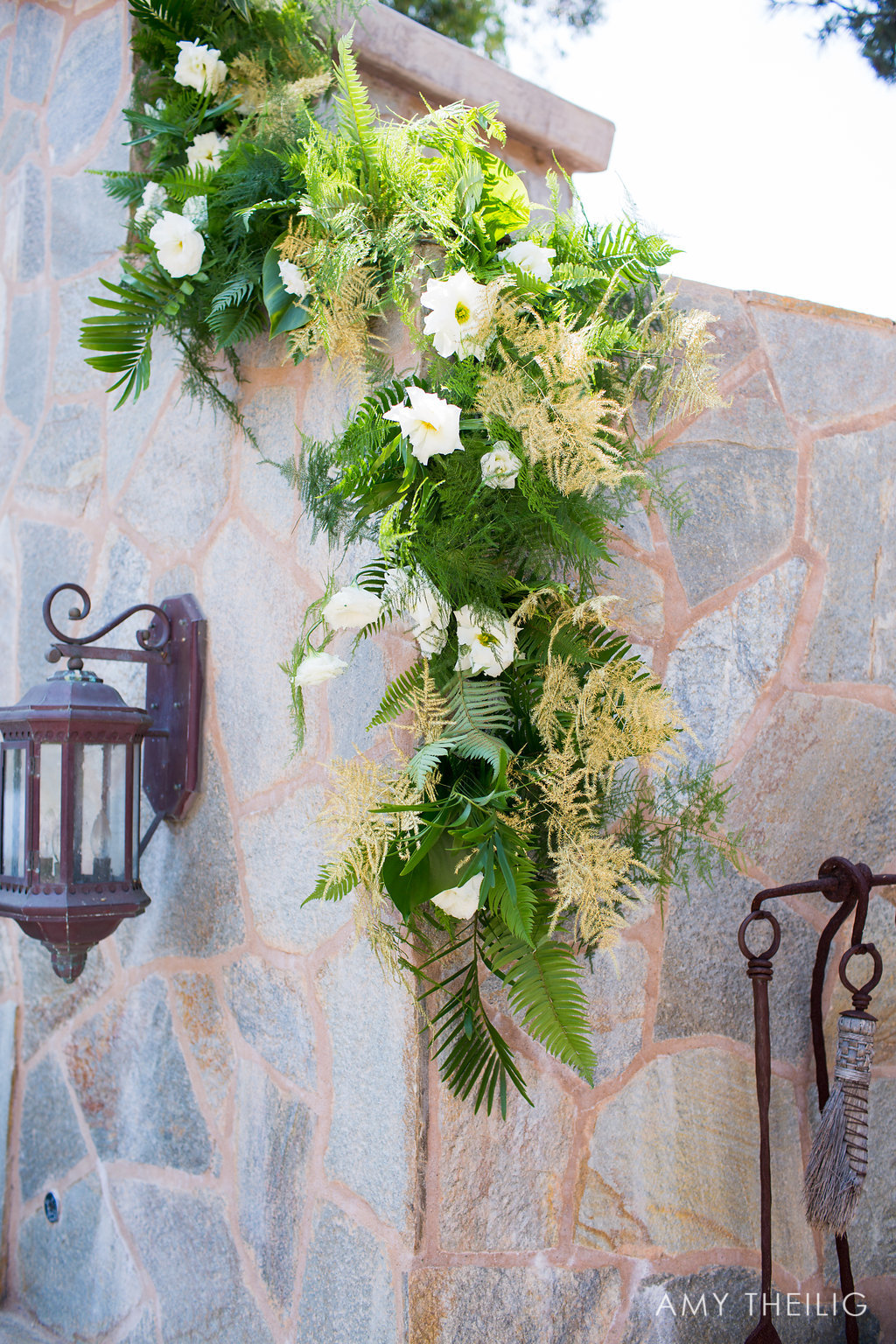 Flower Arrangements for Outdoor Weddings and Banquets