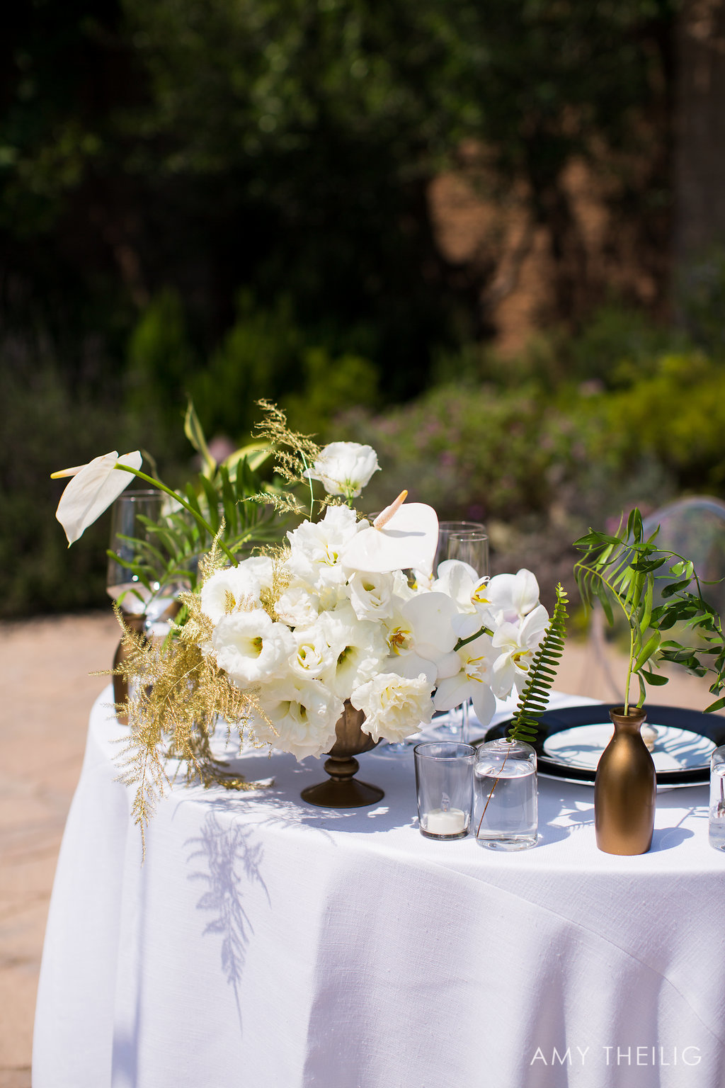 Flower Arrangement for Outdoor Weddings and Banquets