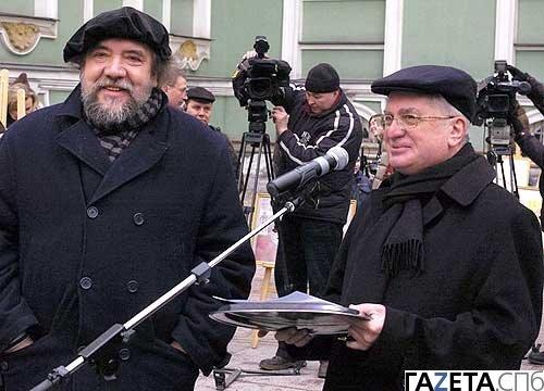 rechts directeur Piotrovski tijdens de poezenfeestdag van de Hermitage