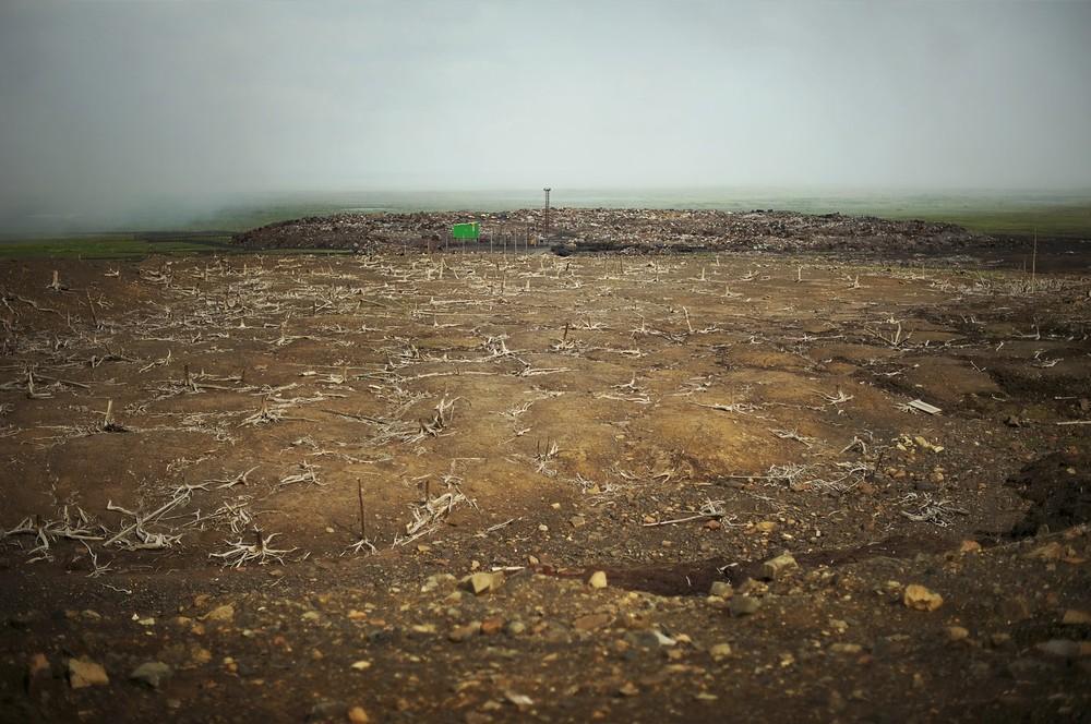 Door zure regen is 100.000 ha van de kwetsbare toendra rond de stad dood of in gevaar.