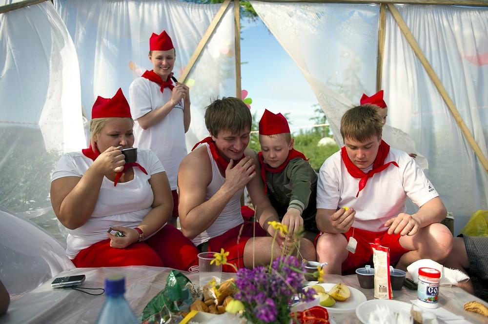 De komst van de zomer wordt gevierd met een driedaags festival in de toendra. Er zijn klim- en kanowedstrijden.