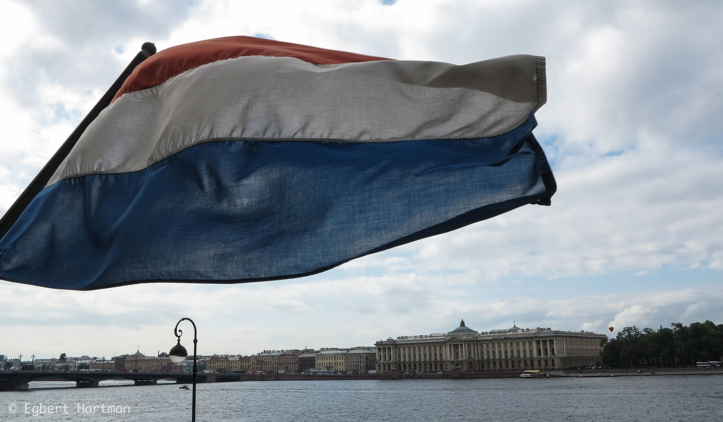 Nederlandse vlag Sint-Petersburg Neva consul consulaat
