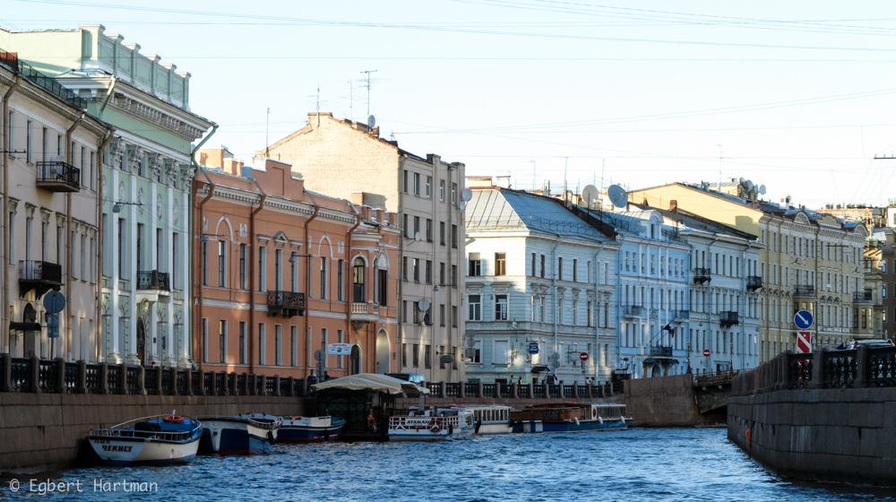 Mojka, rondvaart in Sint-Petersburg, zomer Neva